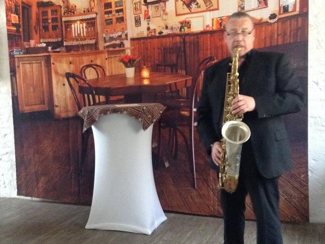 Саксофонист на мероприятие,уроки игры на саксофоне,кларнете,помощь в приобретении инструмента. - 1