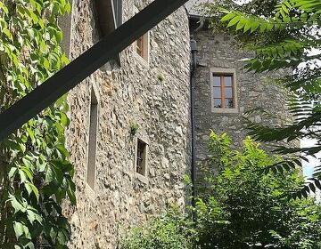 Проживание в Старинном Винном Замке меняем на Рекламу
