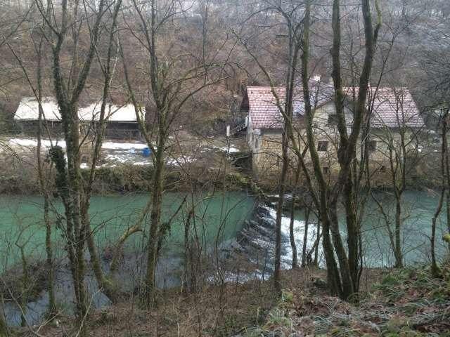 Поместье в Словении на берегу реки на офис или яхту - 1