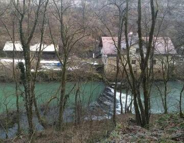 Поместье в Словении на берегу реки на офис или яхту